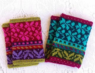 Wristwarmers_solveig_pink_blue_3_small2