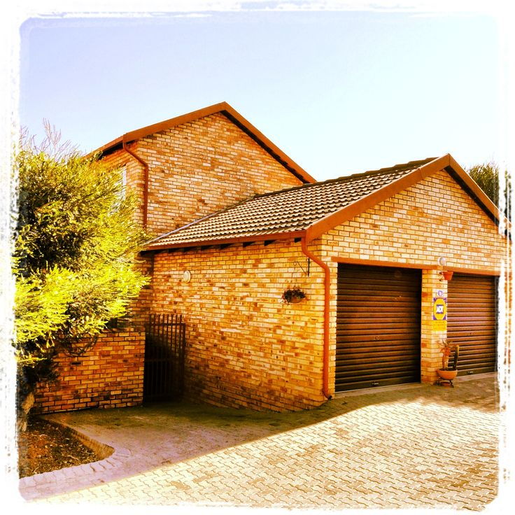 3 bed 2 bath duplex townhouse with double garage for R 885 000 ....