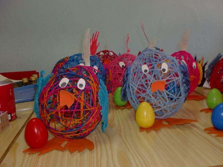Pâques.... Ballon de baudruche, laine trempée dans la colle d'amidon.