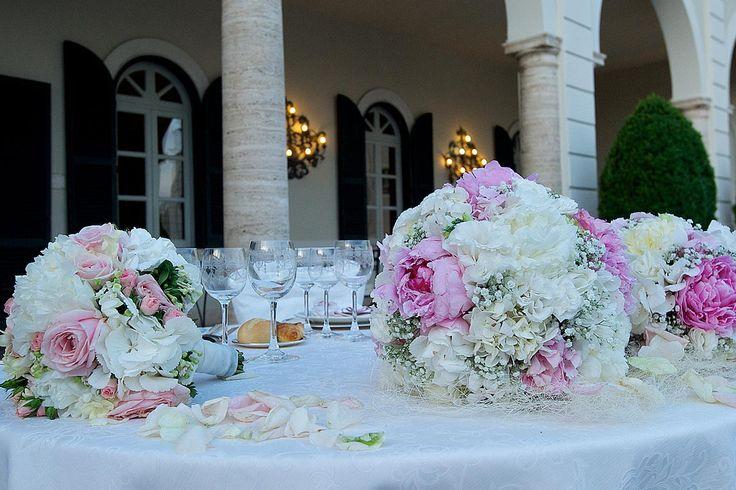 Daniele Gori progetta e cura personalmente gli allestimenti floreali del vostro Matrimonio, curando ogni minimo dettaglio e realizzando scenografie floreali di grande impatto e in armonia con lo stile dell'evento.