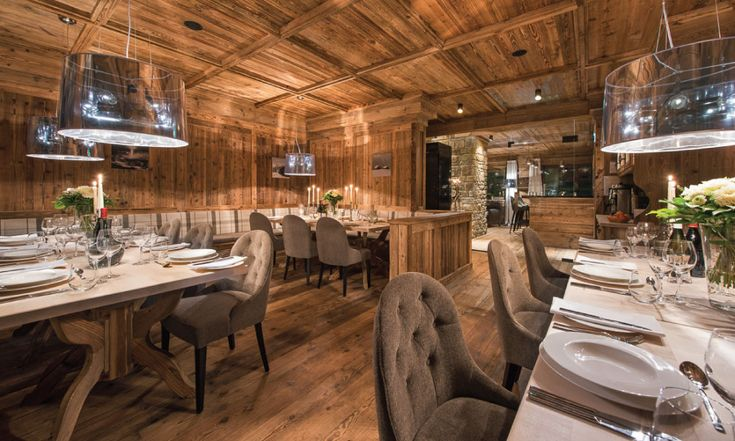 Spacious dining area for up to 20 people #fullycatered #bararea #professionalchef #luxurychalet #stanton #skiholiday