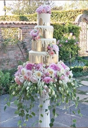 http://www.couture-cakes.co.uk Wedding Cake