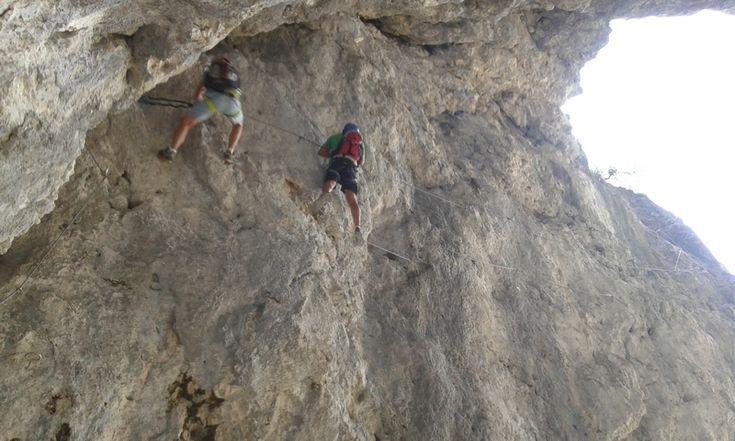 """Ferrata """"I Magnifici 4"""": questa impegnativa via ferrata è dedicata ai 4 volontari del soccorso alpino, Alex, Diego Erwin e Luca, morti in Val Lasties il 26 dicembre del 2009 sotto una valanga, mentre cercavano due dispersi. Percorso non lungo ma difficile per esperti ● http://girovagandoinmontagna.com/gim/vie-ferrate-in-trentino/ferrata-i-magnifici-4/"""