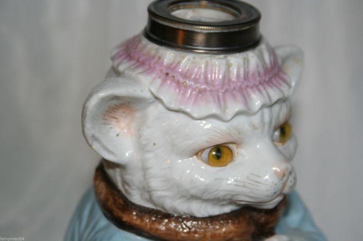 Изысканная и редкая  детская масляная лампа-кошка в дамской одежде, сидящая на чемодане с  зонтиком, Мэри Поппинс, возможно! Высотой 10 дюймов до воротника. ЗНАКИ,  ДЛЯ RH ЗАВОД Лонгтон ВОЗ существовала с 1895-1901