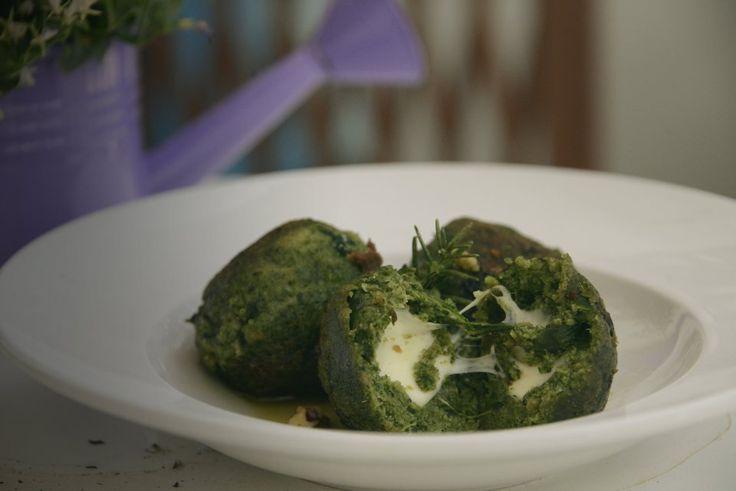 #Vogliadi #ortointavola polpette di spinaci con ripieno di formaggio ai fermenti e salsa di vino bianco e burro