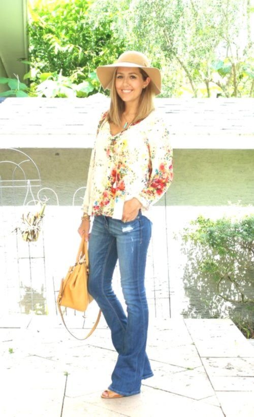 Boho floral blouse, flare jeans, wool hat #hairstyle #Hairstyle #novelecoiffure #hairstyle #kurze