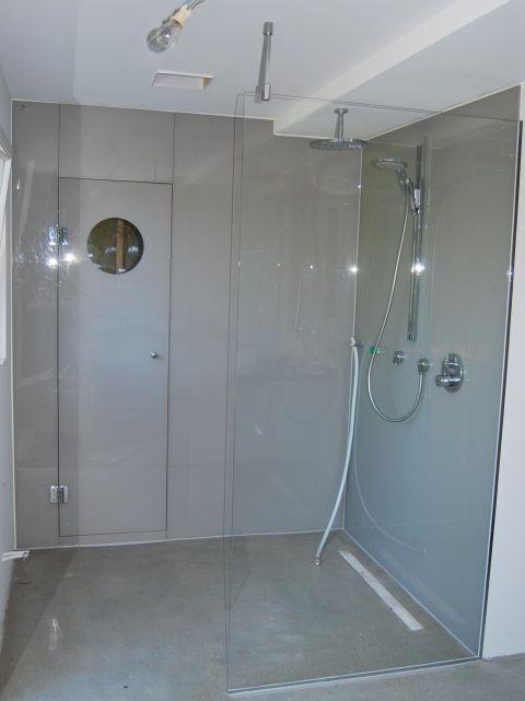 duschwand glas in der dusche steve lchelte und blies ihm kuss vor der reinigung - Dusche Glaswand Reinigen