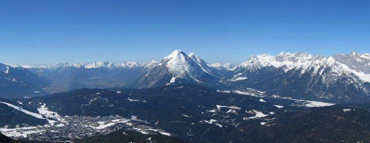 Die Alpen sind das höchste Gebirge im Inneren Europas. Es erstreckt sich in einem 1.200 Kilometer langen und zwischen 150 und 250 Kilometer breiten Bogen vom Ligurischen Meer bis zum Pannonischen Becken. Die gesamte Alpenregion nimmt eine Fläche von etwa 200.000 Quadratkilometern ein. Sie dehnt sich etwa 750 km von West nach Ost und ca. …