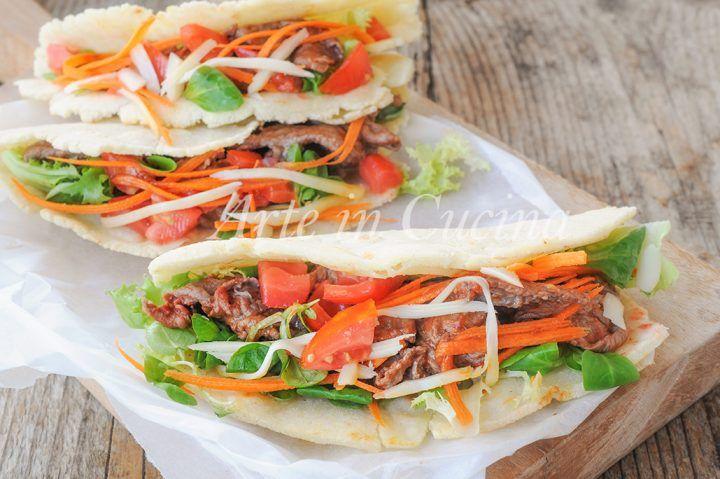 Tacos con carne, ricetta messicana, piatto facile e veloce, idea per cena, finger food, idea per feste, buffet, ricetta piadine messicane farcite, ricetta con carne