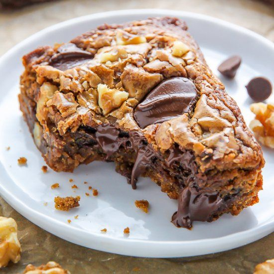 Thick and chewy Brown Butter Chocolate Walnut Blondies are so decadent and take only 30 minutes to make!