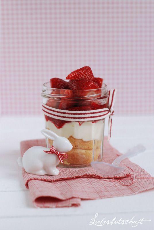 Liebesbotschaft schnelles Erdbeertiramisu im Glas