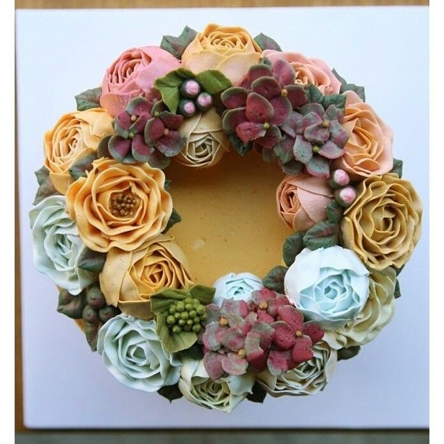 #wreath #flowercake #party #piony #flower #bouquet #birthday #cake  www.soocake.com