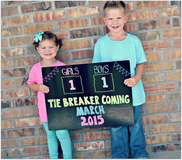Super cute way to announce your 3rd pregnancy if you have a boy & girl! #tiebreaker #siblings #due