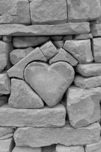 ♥outside wall feature in stone wall.