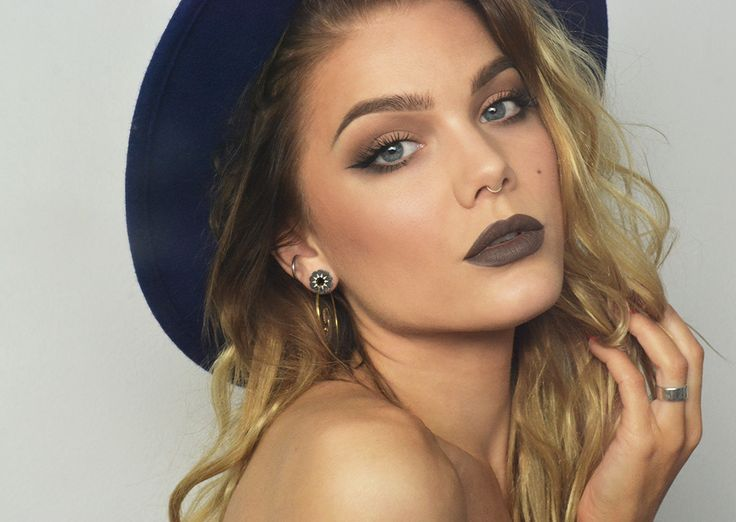 Todays look – Monochrome  love love LOVE this look! Where can I get this lip color