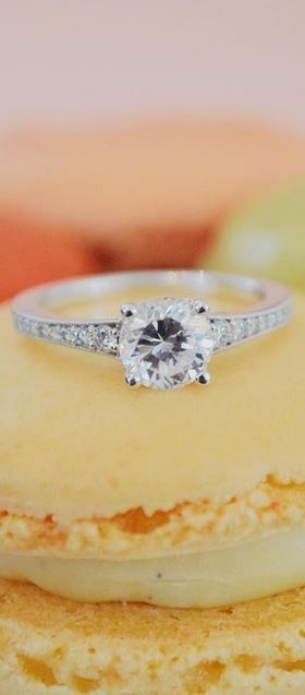 Love this sparkling diamond engagment ring.