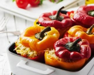Poivrons farcis au riz, amandes et raisins secs : http://www.fourchette-et-bikini.fr/recettes/recettes-minceur/poivrons-farcis-au-riz-amandes-et-raisins-secs.html