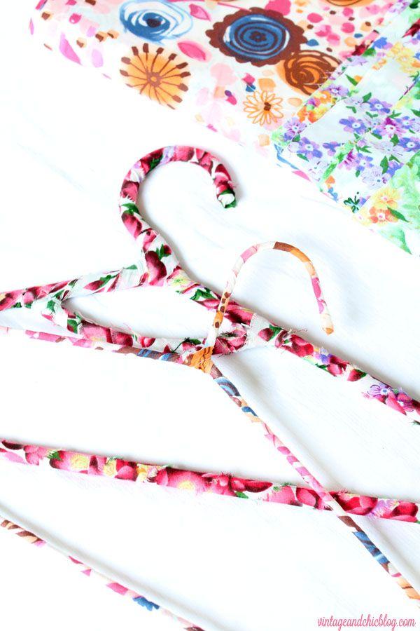 Tutorial: cómo forrar perchas con tela · DIY: fabric hangers