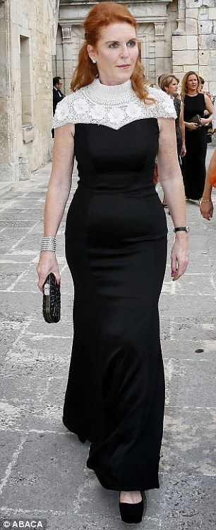 dailymail:  Sarah, Duchess of York, shown in a recent picture with her slimmer figure after losing 50+ pounds, celebrated her 55th birthday October 15, 2014, with a dinner at Windsor Castle courtesy of her former mother-in-law Queen Elizabeth; her daughters Princesses Beatrice and Eugenie and her ex-husband Prince Andrew Duke of York, also attended.