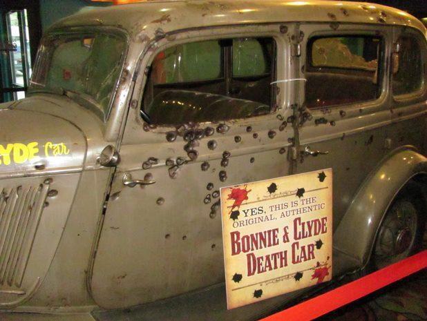 Bonnie  Clyde's gangster death car  1st Gangsta Couple. In a Las Vegas Casino