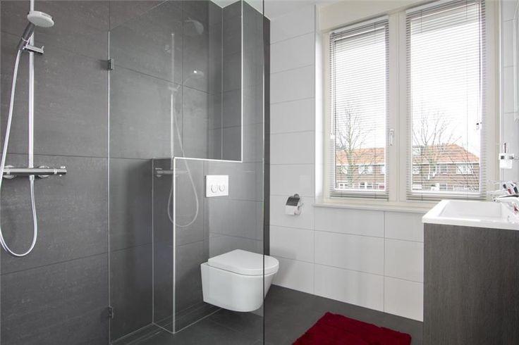 85 beste afbeeldingen over moderne badkamers op pinterest grijze badkamers duravit en zwart - Moderne badkamer met ligbad ...