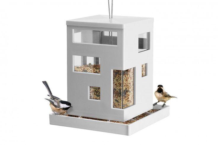 Bird Cafe van Umbra. Met het Bird Cafe heb jij iets leuks om naar te kijken in je tuin en kunnen vogeltjes heerlijk wat eten. #vogels #vogelhuisje #cadeau #moederdag #sinterklaascadeau #kerstcadeau