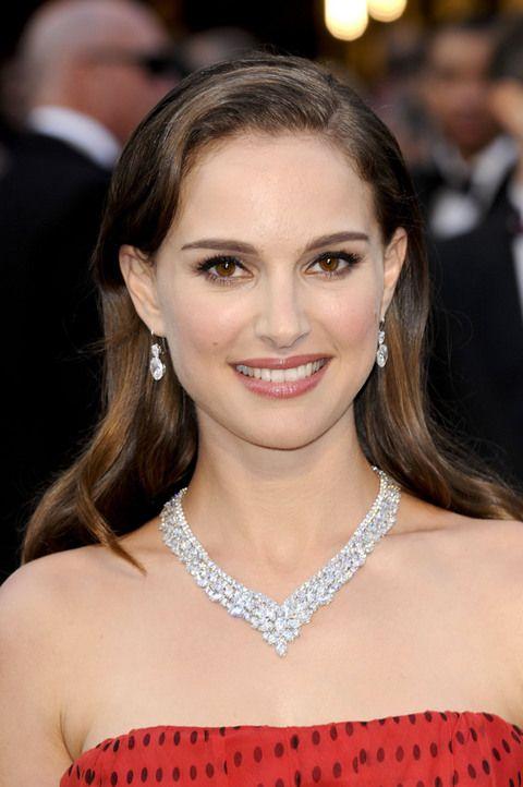 That glittery necklace. Platinum & Cluster Diamond Necklace. Natalie Portman Oscars 2012.