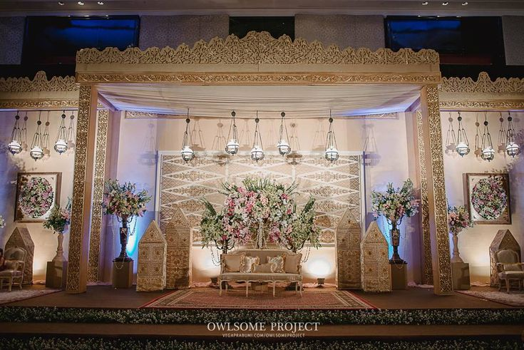 Fashion Designer : Ocki (085780222250) & Yana (081318005733) : verakebaya@me.com (by appointment)