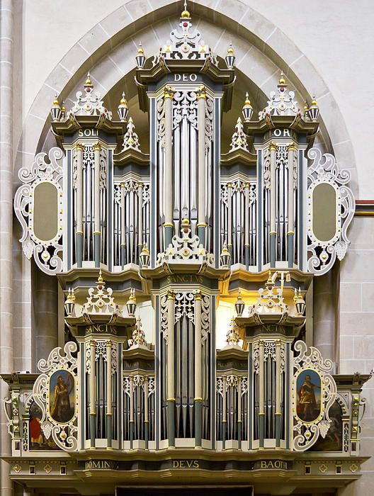 The beautiful 3-manual pipe organ was installed in the Abbey Church of St Maria, Riddagshausen, Braunschweig, Germany, in 1979, by organ builders Fuehrer. Regular concerts are held in the church, including an annual OrgelSommer.