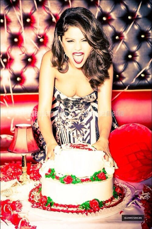 New outtake from Selena's 2013 Glamour photoshoot