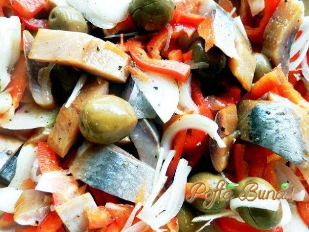 Pofta Buna! ~ cu Gina Bradea ~Va propun o salata de peste( afumat, marinat, sarat) cu legume si masline, o reteta pe care o fac des. Este o reteta  rapida, este gata in 10 minute si este delicioasa si tare vesela.