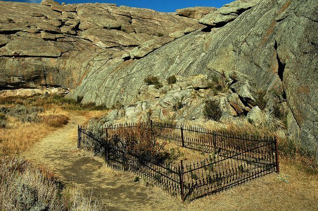 oregon trail graves | WY Independence Rock - Graves are scattered along the Oregon Trail ...