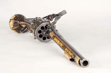 8 shot flintlock revolving pistol made in 1597