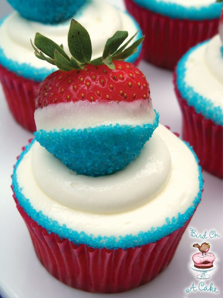 Bird On A Cake: Red, White and Blue Strawberry Cupcakes4Thofjuly, Fourth Of July, Food, Red White Blue, Strawberries Cupcakes, 4Th Of July, Strawberry Cupcakes, Cream Chees Frostings, Cupcakes Rosa-Choqu