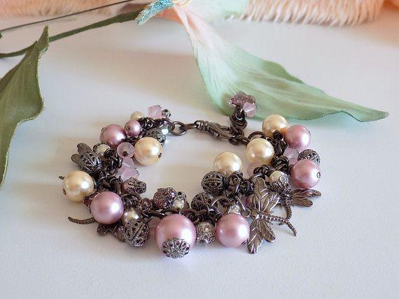 Ehi, ho trovato questa fantastica inserzione di Etsy su https://www.etsy.com/it/listing/226245337/dragonfly-charm-bracelet-swarovski-pearl