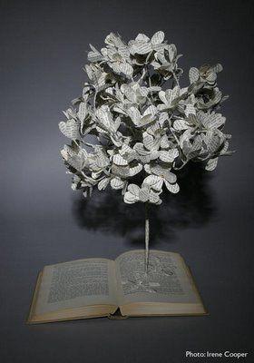 Необычные поделки из книг.