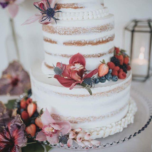 Nudie cake