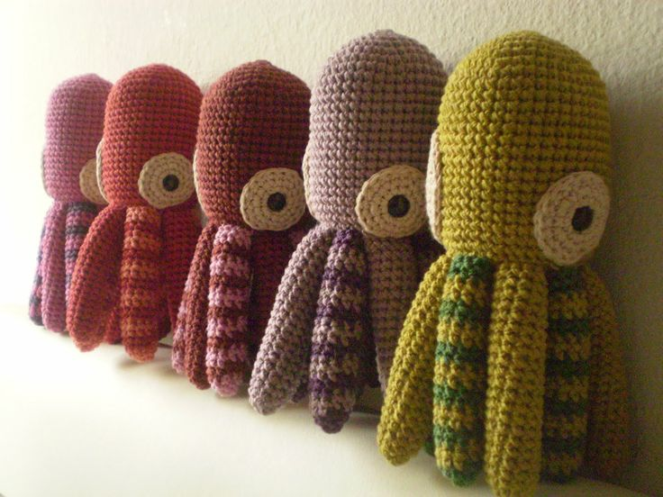 @Samantha Stupplebeen- do you think you or Nana could make these for the girls?  Free octopus crochet pattern