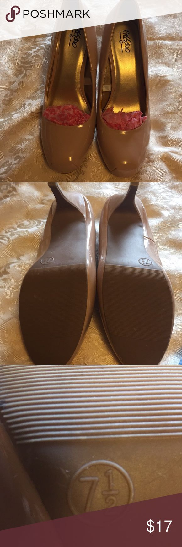 Ladies Creme colored Pumps Super cute Mossimo's Pumps Creme Color heels.  Never worn. Heels have no ware at all. See all pics please.  Ready to wear ladies. Heels are 3.5 in high 🛍👠👠 EUC 🙂 Mossimos Shoes Heels