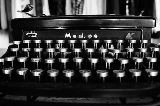 Imparare a scrivere sulla tastiera senza guardare i tasti è divertente (photo by Barbara Bonanno on Pixabay)