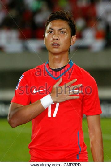 singapores-shahril-ishak-sings-the-national-anthem-before-their-fifa-gmr2pd.jpg (359×540)