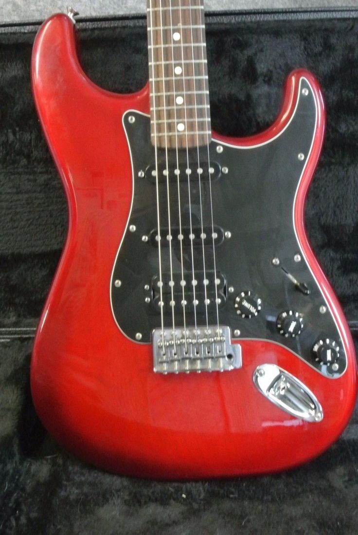 2013 Fender STRATOCASTER Mexican Electric Guitar Candy Red Burst with CARRY CASE
