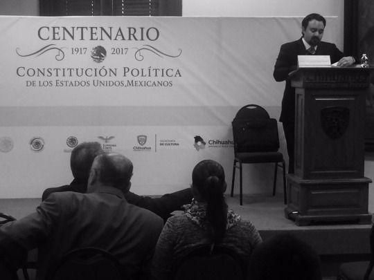 Seguimos en las conferencias conmemorativas del #CentenarioDeLaConstitución, en este momento la conferencia •El Poder Judicial y la Constitución Mexicana• del magistrado Luis Ignacio Rosas. #ConstituciónParaTodos #ChihuahuaNuestraCultura #AmaneceParaTodos