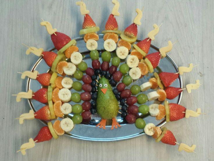 Gezonde traktatie: pauw van fruit
