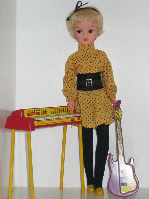 80's Pop star Sindy via Flickr. She was my favourite ever Sindy. I couldn't wait for Christmas to get her I kept looking in my Moms catalogue at the pictures of her lol. That was a great Christmas :)