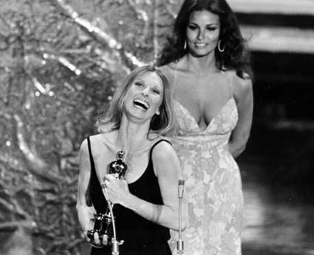 """1972 Oscars: Cloris Leachman, Best Supporting Actress 1971 for """"The Last Picture Show"""" with Raquel Welch"""