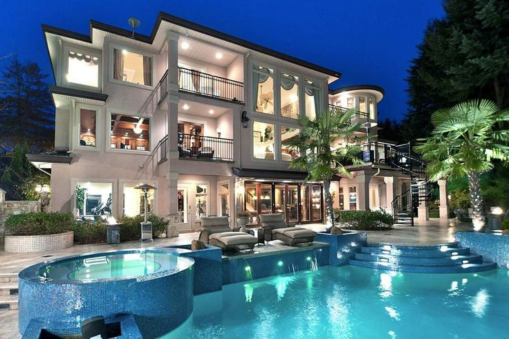 gorgeous backyard pool and AMAZING HOUSE (: my dream home!! Won't happen though lol EXPENSIVE!!!