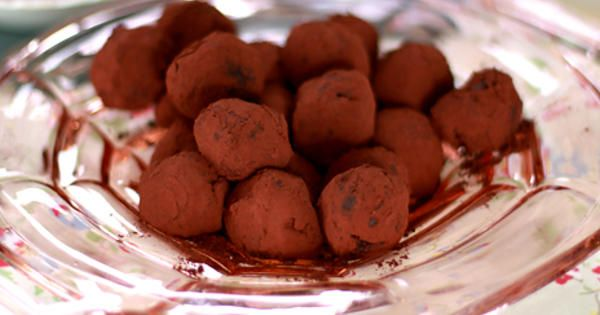 Leilas recept på chokladtryffel med mörk choklad och hallon ger     cirka 25 st tryfflar.