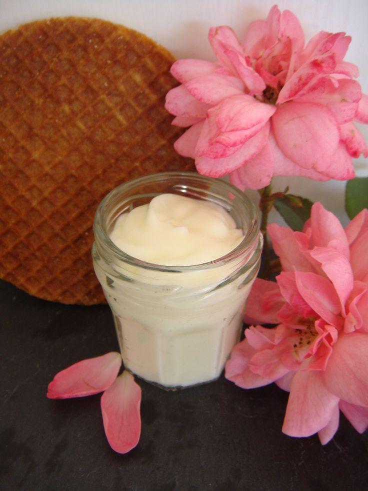 Succombez au charme de ce lait raffermissant visage et corps mélangeant les odeurs douces et délicates du Miel et de la Rose.