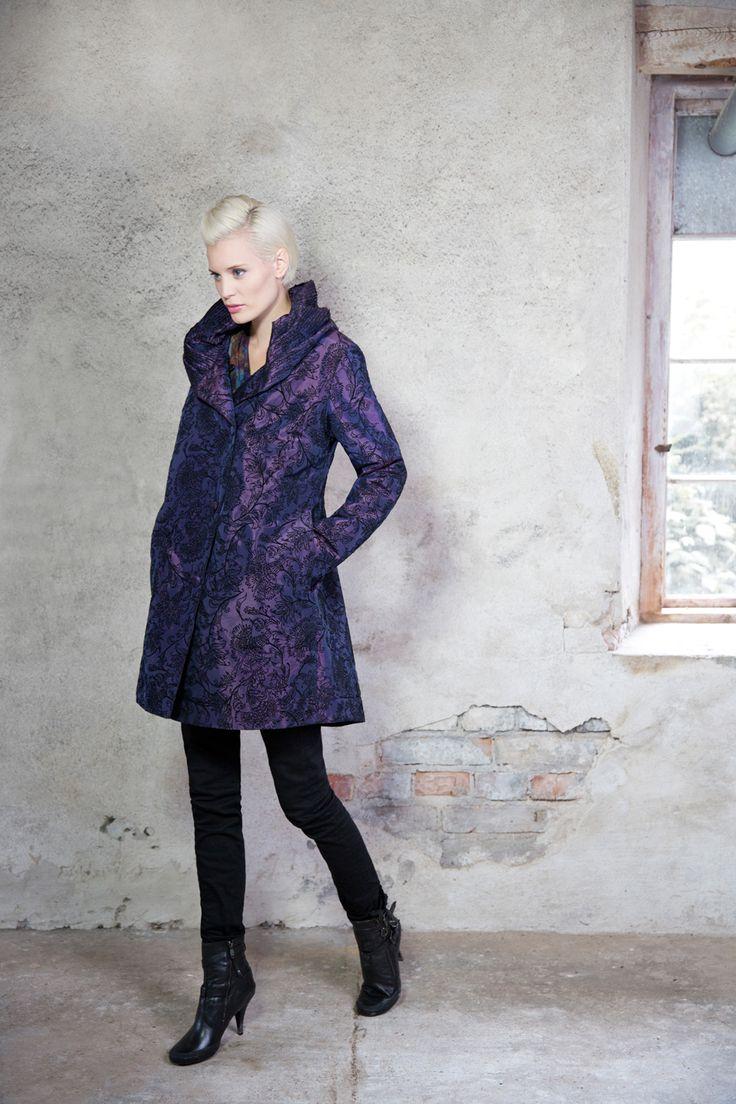 Kriss fashion. Coat in a beautiful fabric www.kriss.eu